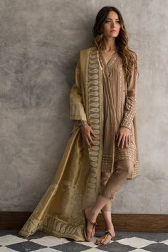 Crepe silk angarkha with gota work. Pakistani Fashion Party Wear, Pakistani Formal Dresses, Pakistani Dress Design, Pakistani Outfits, Indian Outfits, Indian Fashion, Eid Outfits, Pakistani Couture, Fashion Fall
