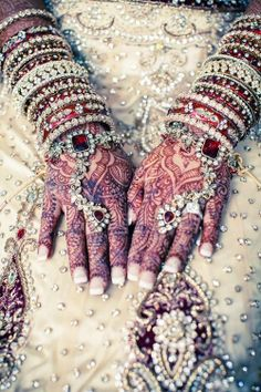 The henna, the jewels, indian weddings are so beautiful Indian Wedding Fashion, Big Fat Indian Wedding, Indian Weddings, Romantic Weddings, Desi Wedding, Punjabi Wedding, Farm Wedding, Boho Wedding, Wedding Reception