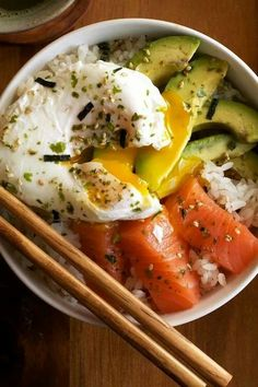 The salmon sashimi rice bowl recipe has a sour and sweet taste that works perfect for party mode and happy get together. Practically, salmon sashimi rice bowl takes no time to prepare . It is a super Think Food, I Love Food, Asian Recipes, Healthy Recipes, Simple Recipes, Healthy Drinks, Beef Recipes, Healthy Foods, Vegetarian Recipes