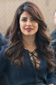 Priyanka Chopra Describes the Moment Her Father Helped Her Find Confidence – Indian actresses Beautiful Bollywood Actress, Most Beautiful Indian Actress, Top 10 Bollywood Actress, Beautiful Celebrities, Beautiful Actresses, Indian Beauty, Indian Actresses, Hair Cuts, Hair Beauty