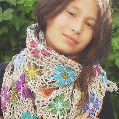 Crochet Flowerscarf https://www.facebook.com/AttysLoveForCrochet