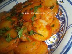 """Essalamou alaikoum , bonjour , une salade de pommes de terre marinée dans de l""""huile d'olive , citron et cumin miammmm , aussi bonne tiede que froide !! Il nous faut des pommes de terre cuites avec leur peau , on les laisse refroidir , pour les peler..."""