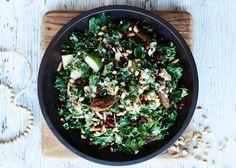 Grönkål är rena supermaten - och den här salladen får nästan vingar!