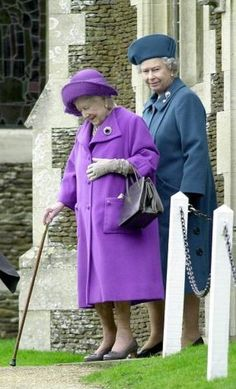 Britains Queen Elizabeth II (right) and the Queen Mother leave Sandringham parish church after their traditional Canvas Print Framed, Poster, Canvas Prints, Puzzles, Photo Gifts and Wall Art Royal Uk, Royal Life, Princess Margaret, Princess Kate, Queen Hat, Royal Christmas, British Royal Families, Isabel Ii, Her Majesty The Queen