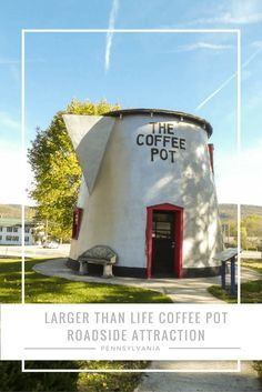 the Giant Coffee Pot of Bedford, Pennsylvania. A great road trip stop and a fun place to visit! #roadtrip #roadsideattraction