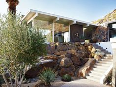 Modern home with Exterior, Flat RoofLine, Glass Siding Material, House, and Mid-Century Building Type. Photo 11 of On the Rocks Modern Exterior, Exterior Design, Beton Design, Modern Landscaping, Mid Century Modern Design, Mid Century Modern Home, Mid Century House, Modern Architecture, Landscape Design