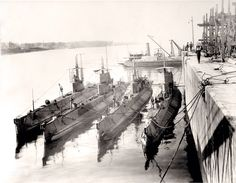 Canadian Submarines WW1 Royal Canadian Navy, Canadian Army, Canadian History, Us History, Royal Navy, Navy Day, Electric Boat, Army Vehicles, Navy Ships