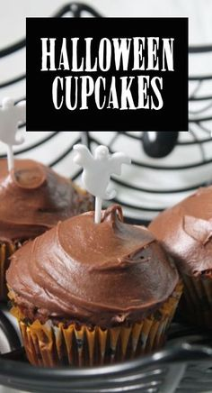 Need some crowd-pleasing cupcakes for your upcoming Halloween bash? Adapt a tried-and-true classic recipe from the 1969 Betty Crocker cookbook, and with a special ingredient or two, you'll have mouth-watering munchies that are sure to have party guests coming back for seconds. Grab Halloween-themed toppers and cupcake liners for extra spooky effect. Find out how to make Halloween cupcakes the eBay way.