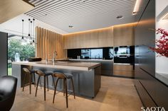 contemporary family home. Contemporary family dwelling nestled on the Sydney Harbour shore. (Image Courtesy of SAOTA Architects) Open Plan Kitchen Dining, Kitchen Design Open, Open Concept Kitchen, Living Room Kitchen, Home Decor Kitchen, Kitchen Ideas, Kitchen Designs, Living Rooms, Small House Interior Design