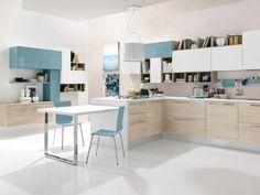 hellblaue Farbe beige Unterschänke Küche planen italienischer Stil