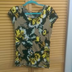Floral print t-shirt Floral print shirt can be dressed up or casual depending on the bottom you wear with it The Limited Tops Tees - Short Sleeve