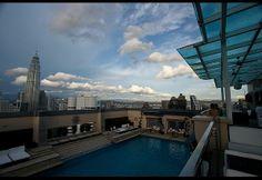 world-amazing-rooftop-pool-luna-bar