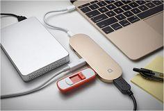 COMO RESOLVER O PROBLEMA DA ÚNICA PORTA USB DO NOVO MACBOOK - HUB+  Muito tem se falado e também escrito sobre a única porta USB no novo MacBook, alguns podem defender que, com conectividade sem fio mais rápida, serviços de streaming, e da nuvem, não se precisa de cabos no futuro, mas até então, a maior parte de nós ainda estará usando muitos dispositivos de cabo conectado.