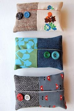 Tissue holder (buttons)