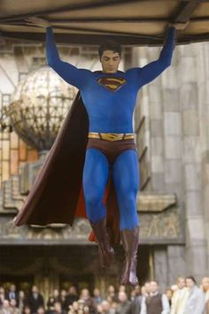 Superman saving the citizens of Metropolis from the falling Daily Planet globe. Superman Movies, Superman Family, Dc Movies, Superman Artwork, Superman Stuff, Comic Movies, Christopher Reeve, Tom Welling, Tyler Hoechlin