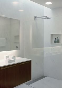 :: Bathroom :: Mirindaba House / Marcio Kogan, love the recessed cove lighting, #bathrooms