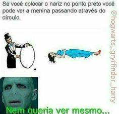 Tadinho do Voldemort Memes Do Harry Potter, Harry Potter Disney, Harry Potter Tumblr, Harry Potter Anime, Hogwarts, Voldemort, Stupid Funny Memes, Funny Posts, Funny Images