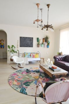 Rug. Colorful vintage decor against all white walls and floors. {Cakies}