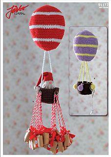 Den virkade luftballongen fungerar som julig paketkalender, eller charmig mobil att hänga i fönstret eller ovanför spjälsängen!