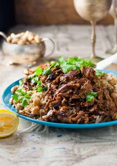 Middle Eastern Shredded beef with Chickpea Pilaf (Rice) - easy and fast to prepare, with everyday ingredients Amazing, exotic flavour. Lamb Recipes, Greek Recipes, Meat Recipes, Indian Food Recipes, Cooking Recipes, Healthy Recipes, Ethnic Recipes, Slow Cooking, Dinner Recipes