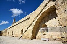 Medieval wall of Aigues Mortes city languedoc roussillon France Europe #voyage #destination #photo #photographe #vincent-jary.fr #photographie #getty #images #banque #architecture #europe  #cote #d'azur #camargue #manguesdoc #roussillon