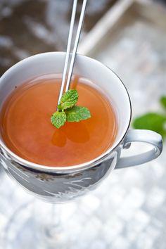 Quem disse que drinque não pode ser quentinho? Esse leva goiaba e chá de hortelã.