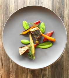 288 mentions J'aime, 5 commentaires – Maciej Majewski (@cuisinier_memento) sur Instagram : « #salmon #greenpeas #carrot #rhubarb #cooking #passion #cheflife #chef @goodfood.gallery… »