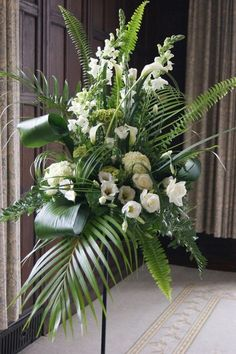 Best Beautiful Flowers Arrangement Ideas For Your Wedding - Life Hack Funeral Floral Arrangements, Easter Flower Arrangements, Modern Floral Arrangements, Beautiful Flower Arrangements, Beautiful Flowers, Church Wedding Flowers, Altar Flowers, Funeral Flowers, Ikebana