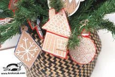 Easy Cardboard Ornaments for Kids To Make - Things to Make and Do, Crafts and Activities for Kids - The Crafty Crow Christmas Crafts For Kids To Make, Christmas Tree Crafts, Preschool Christmas, Thanksgiving Crafts, Creating Keepsakes, World Crafts, Family Crafts, Craft Party, Halloween Crafts