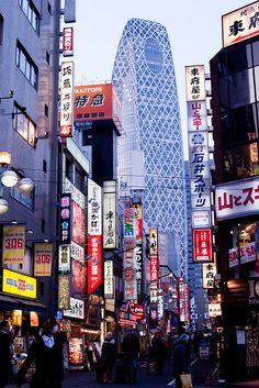 Please do not remove the credit on the photos or repost them without credit. Shinjuku Tokyo, Tokyo Japan, Asian Love, Sight & Sound, City That Never Sleeps, I Cool, Nihon, Future Travel, Wanderlust Travel