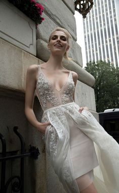 Elegante Hochzeitskleider Inbal Dror 2018 Bridal. Matrimoni PizzoVestiti  Per Matrimonio AutunnaleAbiti Da SposaAbiti ... 39291fa1358