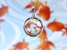 ★金魚のネックレス こちらはご購入済み。いつの間にか人気商品になっててびっくりしたけど綺麗なレジンワーク。 Resin Jewelry, Jewelry Crafts, Jewelry Art, Uv Resin, Resin Art, Handmade Accessories, Handmade Jewelry, Gem Diamonds, Diy Resin Crafts