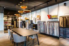 Showroom feria showroom design, fabric display и curtain sho Showroom Design, Shop Interior Design, Store Design, Fabric Display, Fabric Decor, Curtain Shop, Studio Interior, Retail Interior, Ideas