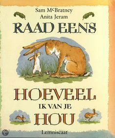 Sam McBratney - Raad eens hoeveel ik van je hou   Lemniscaat 1994, 36 pagina's   illustraties van Anita Jeram   Hazeltje en Grote Haas willen elkaar graag laten zien hoeveel ze van elkaar houden. Telkens als Hazeltje iets bedacht heeft, doet Grote Haas daar nog een schepje bovenop.   http://www.bol.com/nl/p/raad-eens-hoeveel-ik-van-je-hou/666794831/