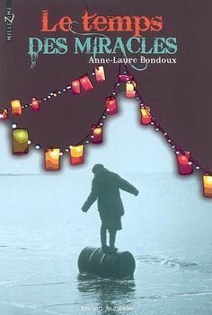 Le temps des miracles. ; Anne-Laure Bondoux. - Blaise Fortune, 12 ans, a toujours vécu dans le Caucase, avec Gloria Bohème à qui sa mère, Jeanne, l'a confié. Celle-ci lui a toujours promis qu'il retrouverait sa mère en France et qu'il connaîtrait des jours plus heureux. Aussi, lorsqu'il se retrouve à la frontière française après avoir traversé toutes sortes d'épreuves, au fond d'un camion, seul, sans Gloria, sa douleur est indicible.