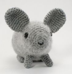 I want to make this! it would be way cheaper than actually getting a real Chinchilla (www.planetjune.com for the pattern)