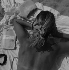 sun { please } 🤞🏽☀️💛 Black And White Aesthetic, Black N White, Style Noir, Insta Photo Ideas, Foto Pose, Summer Pictures, Beach Babe, Mode Inspiration, Summer Of Love