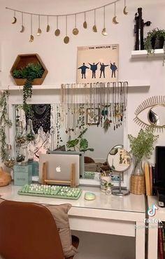 Indie Room Decor, Cute Room Decor, Aesthetic Room Decor, Room Design Bedroom, Room Ideas Bedroom, Bedroom Decor, Bedroom Inspo, Deco Cool, Crystal Room