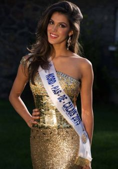 Iris Mittenaere : Miss France is the new Miss Universe. Oh la la. Miss Univers 2017, Miss Universe Gowns, Miss France 2016, Miss Monde, Beauty And Fashion, Fashion Fall, Beauty Around The World, Miss Usa, Thing 1