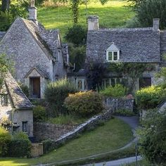 Be still my beating heart... English country love #pinterest #thesummerhouse #iloveuk #greatbritain