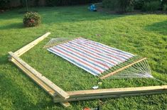The backyard is a perfect spot for a DIY project! Cheap and easy describe these patio fix-ups! Check out these backyard DIY ideas on a budget. Hammock Frame, Diy Hammock, Portable Hammock, Indoor Hammock, Hammock Swing, Hammocks, Outdoor Projects, Wood Projects, Woodworking Projects