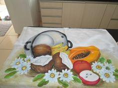 Pano de prato pintado á mão, com barrado de crochê de 10cm a 15cm. R$ 30,00