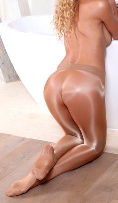I wish I had a pantyhosed vagina and ass like hers!