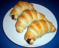 Cornuri moi si pufoase Sweet Pastries, Bread And Pastries, Eggless Recipes, Cooking Recipes, Longest Recipe, Romanian Food, Romanian Recipes, Pastry And Bakery, Desert Recipes