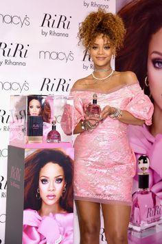 O pessoal ficou sabendo que Rihanna tinha registrado o nome Fenty Beauty no ano passado... Mais