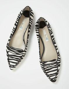 Ich habe das auf @BodenDirect entdeckt. Modisch spitze Ballerinas Zebra