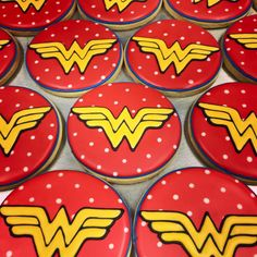 Wonder Woman cookie Wonder Woman Birthday, Wonder Woman Party, Superhero Cookies, Superhero Cake, Cookie Frosting, Royal Icing Cookies, Sugar Cookies, Biscuit Decoration, Birthday Bbq