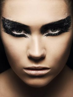 Cat eye make up - dramatic black smokey look... Could we pull this off at Halloween? @Ashley Scriver