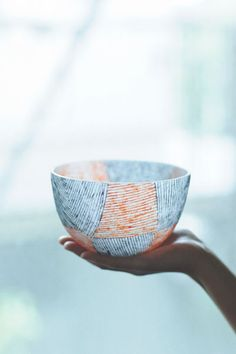 Glass bowl by Momoo OMURO, Japan / These etched lines are wonderful. Wish I could think of some way to build on this design.