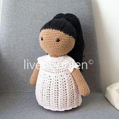 Mød Afro Anne Nøj hun er lækker - og så er hun min! min første opskrift - fuld af fejl og mangler og aldrig testhæklet - er nu på bloggen ❤️ link i bio! #afroanne #livetiboblen #egenopskrift #amigurumi #hækletdukke #doll #crochetdoll #crochet #dukke #hæklet #hækle #hæklerier #crochetlove #garn #yarn #proudmama #hæklerier